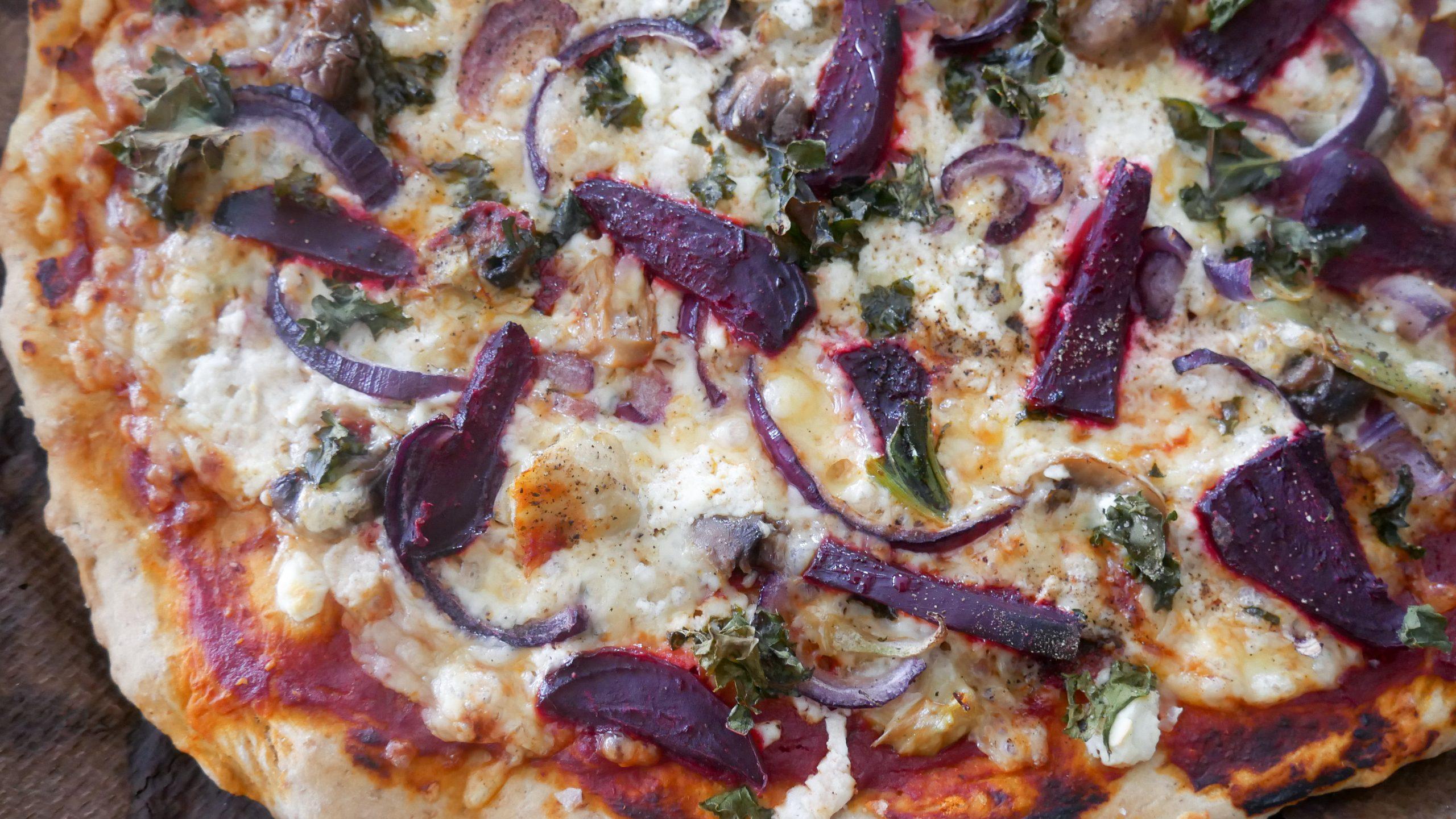 Pizza med rødbete og artisjokk