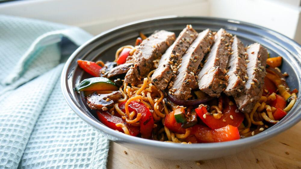 Asiatisk biff wok med nudler