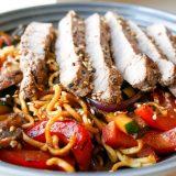 Asiatiske smaker i denne biff og nudel woken