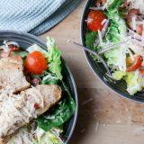 Rask cæsarsalat med sunnere dressing