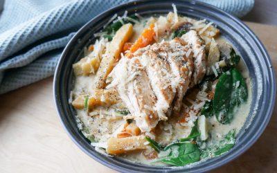 Kyllinggryte med rotgrønnsaker og kremet soppsaus