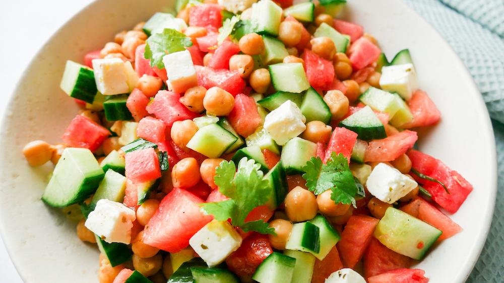 Salat med vannmelon, kikerter og agurk