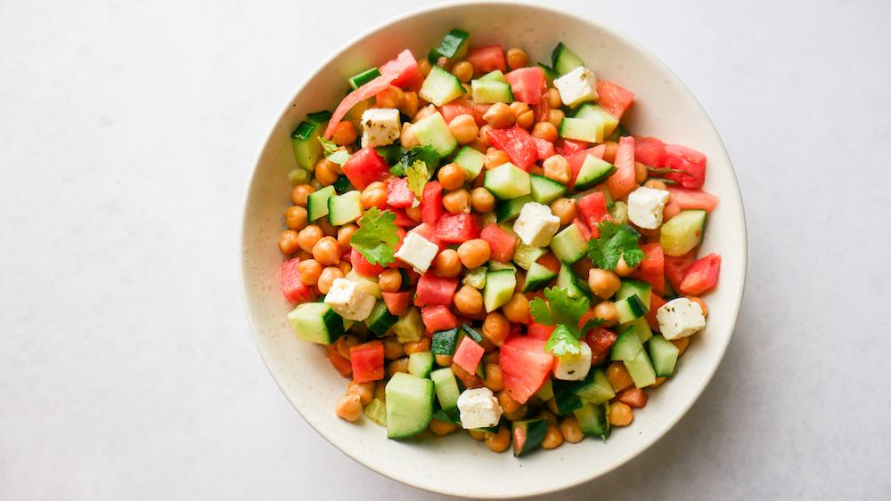 Vannmelonsalat med agurk og kikerter