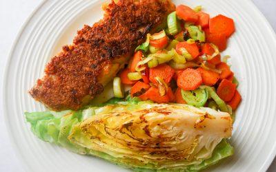 Panert torsk med stekt sommerkål og grønt